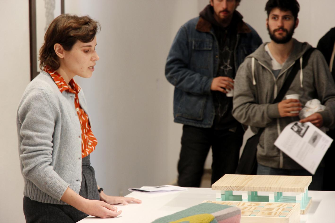 Mònica Planes presentant projecte L'objectualització de l'espai