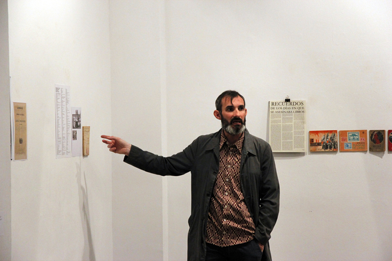 Miquel Garcia presentant projecte Who burned freedom